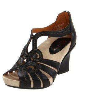 Earthies Black Domingo T-Strap Sandal - 9B
